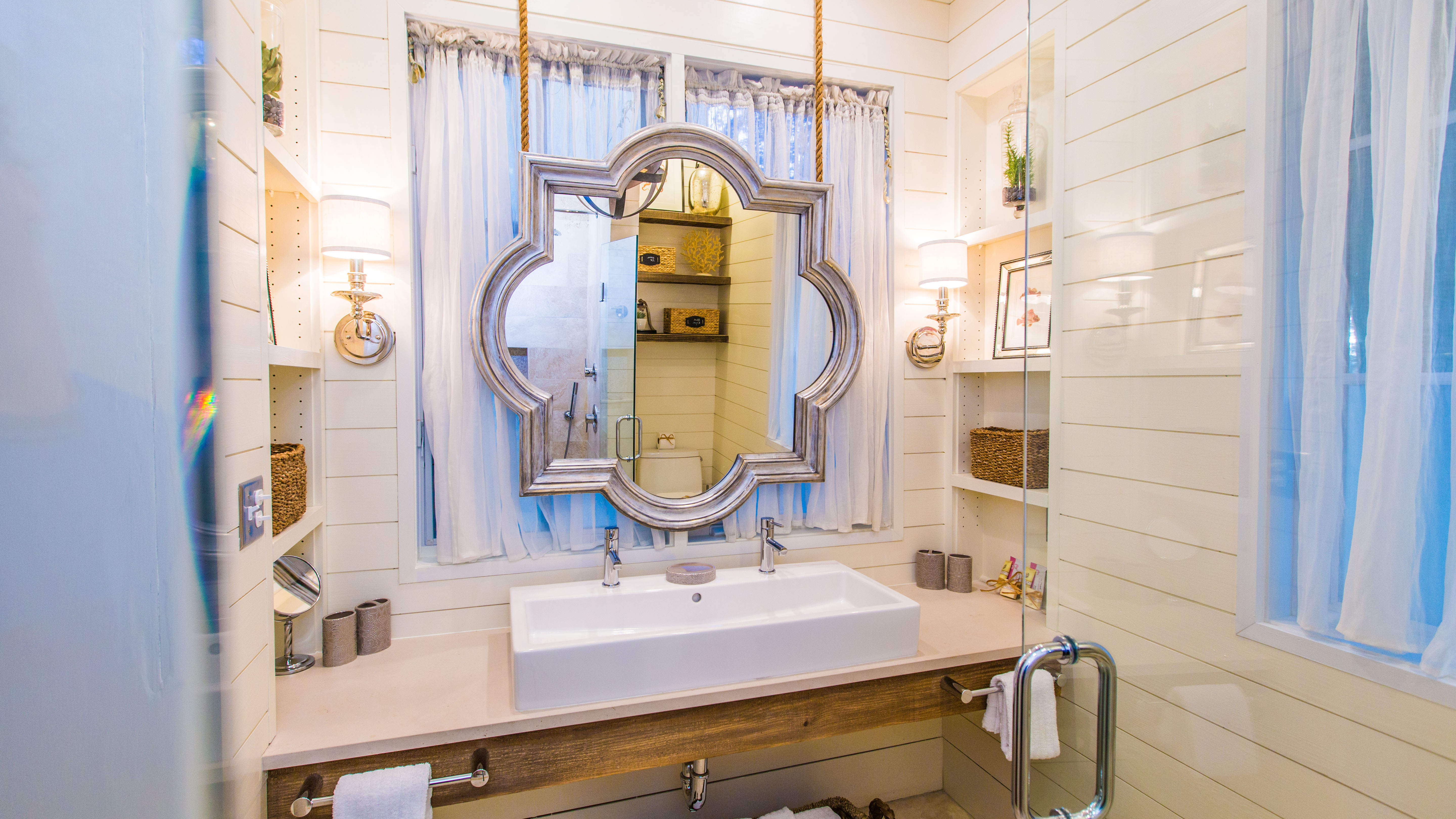 Trough dual sink with stunning quatrefoil floating mirror