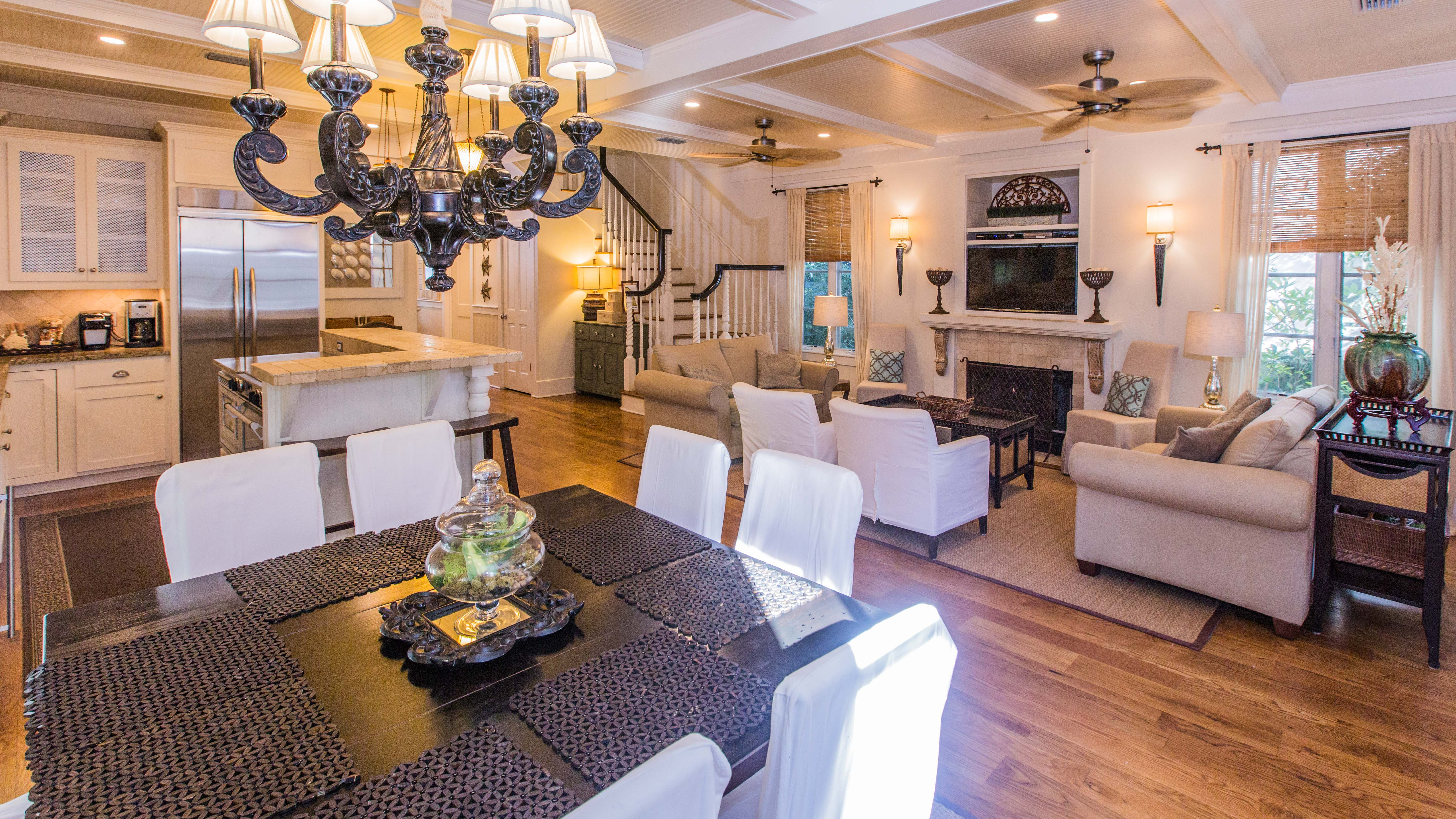 Dining for 8 and living area with LED television