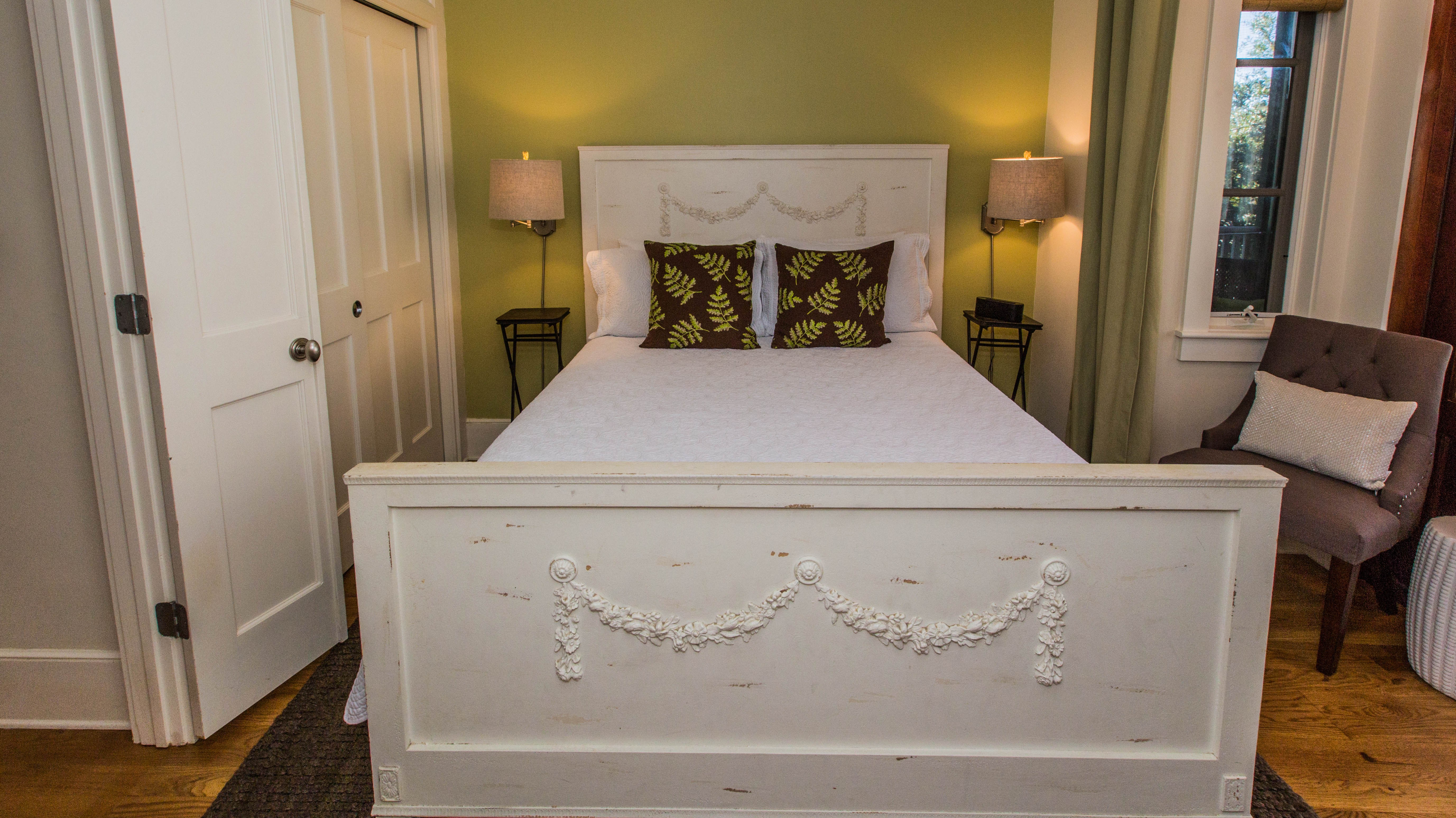 Queen bed with inidividual reading sconces