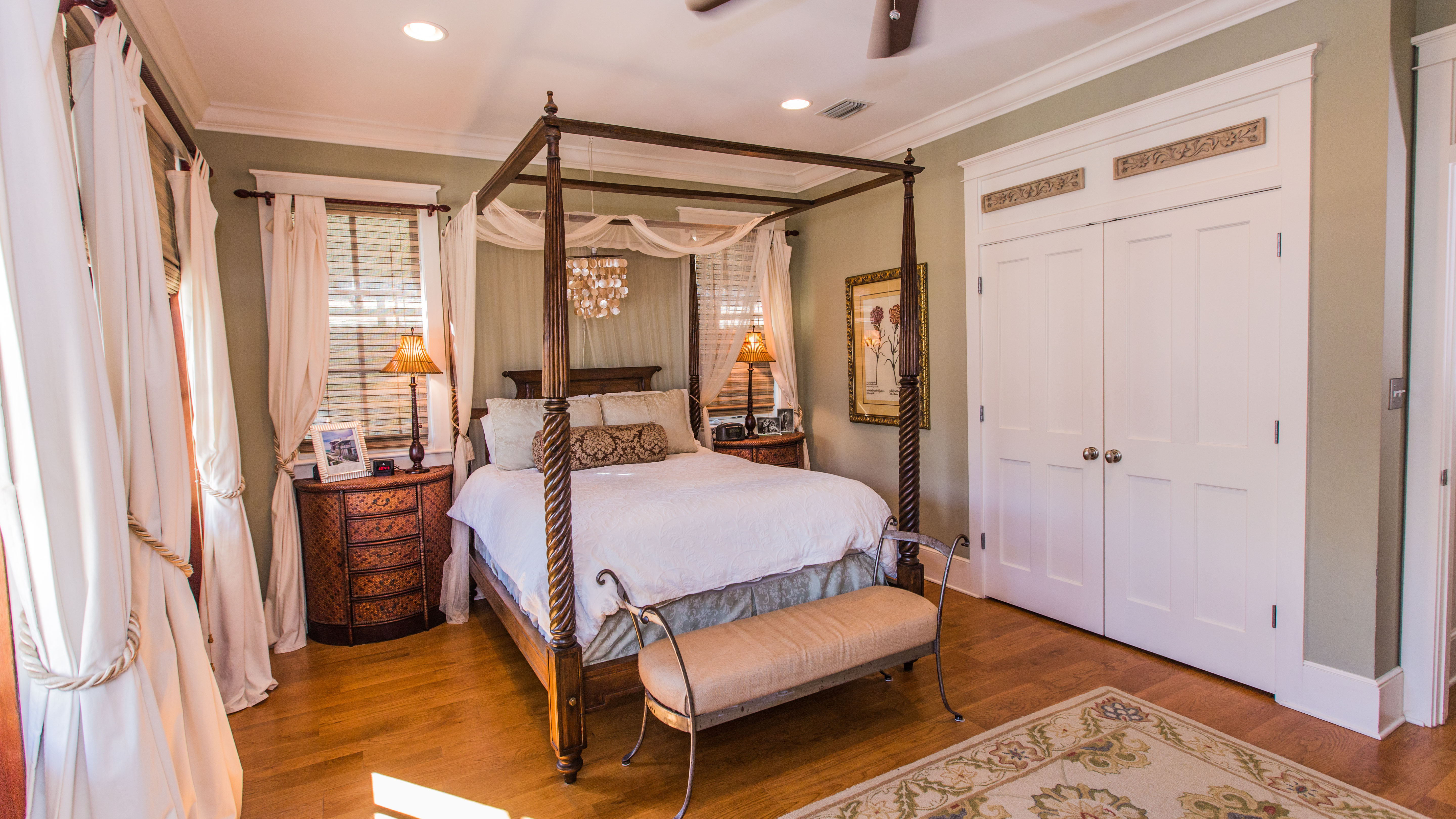 Queen four poster bed with quilt top mattress